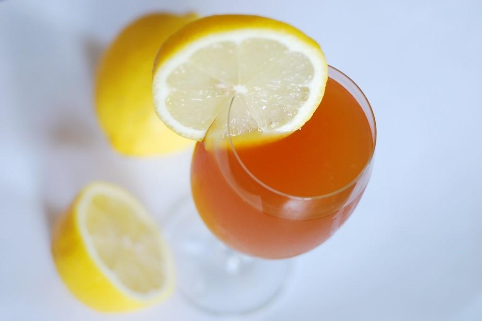 Nerra-Drink mit Zitrone